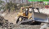 推土机在山上工作