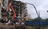 日立520长臂挖掘机拆楼