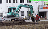 神钢小型挖掘机工作
