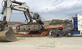 卡车运输利勃海尔984C挖掘机
