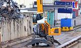 利勃海尔LH 30M, LH 50M轮式抓料机在码头工作