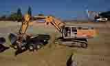 利勃海尔R964C大型挖掘机装载A40F自卸车