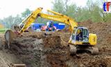神钢E235SR挖掘机工作