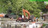 日立ZAXIS200挖掘机与中联重科汽车吊工作