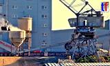 码头起重机卸船作业