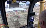纽荷兰E215B挖掘机工作