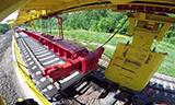 俄罗斯铁路起重机铺设钢轨