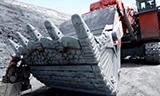 日立EX3600矿用正铲挖掘机在吉尔吉斯斯坦库木托矿场工作
