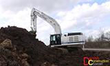 卡特349E挖掘机在公路边工作