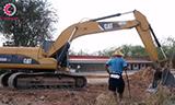 卡特320DGC挖掘机平整路基