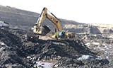 卡特彼勒385C 挖掘机在煤矿装车