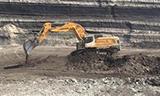 利勃海尔976 挖掘机在煤矿装车