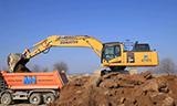小松PC490LC-11挖掘机装车