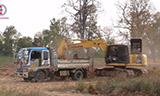 小松PC200LC挖掘机工作