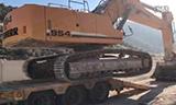 利勃海尔重型挖掘机下车