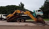卡特彼勒320D挖掘机上拖板车