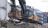 沃尔沃挖掘机 EC 360 在拆迁工地