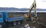 小松PC300挖掘机装载卡车