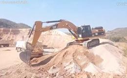卡特彼勒336D挖掘机在装车