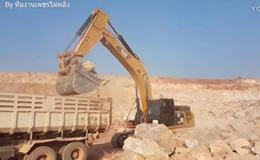 卡特彼勒336D2挖掘机在装车