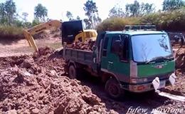 小松PC70 挖掘机装载卡车