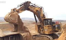 卡特彼勒6040挖掘机装载自卸车