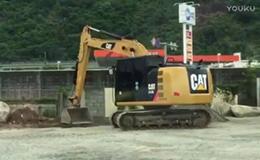 卡特彼勒312E挖掘机在平整工地