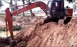 日立挖掘机挖池塘