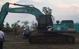神钢380D挖掘机上拖板车