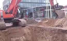 日立Zaxis 470 LCH挖掘机回填