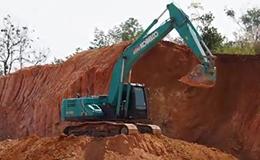 神钢SK200-10挖掘机在装车