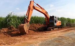 日立ZX270挖掘机施工作业