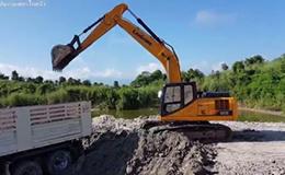 柳工920E挖掘机在装车