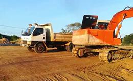 日立挖掘机EX120-5装载自卸车