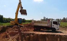 小松PC200挖掘机反铲装载自卸车