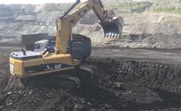 卡特彼勒385C挖掘机装载卡车