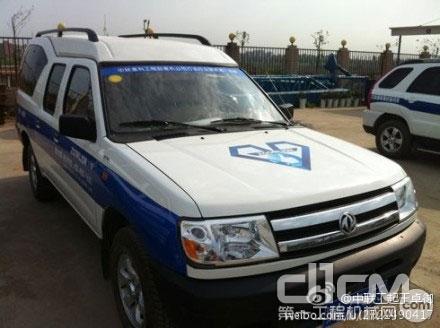 中联工起2012服务万里行湖北站服务车,正准备新的一天的服务