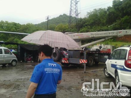 杭州春雨绵绵,服务万里行工作已经展开,服务工程师冒雨行动