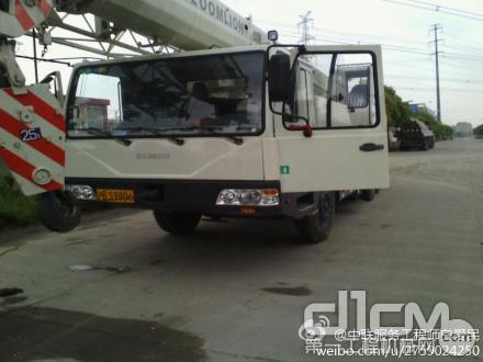 该客户一次性购买了中联8台25吨,对中联工起服务很满意,后期购车也会再次选择中联!