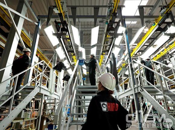 图为波兰斯塔加德工厂采用最先进技术的涂装车间