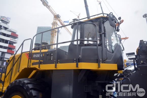 柳工CLG8128H轮式装载机驾驶室