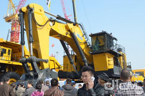 徐工400吨级履带式液压挖掘机