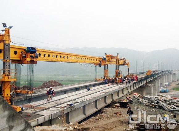 徐工铁装架桥机完成张唐铁路1500T梁架设