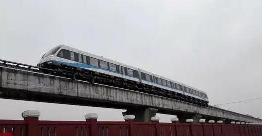 中车株机中低速磁浮试验线列车