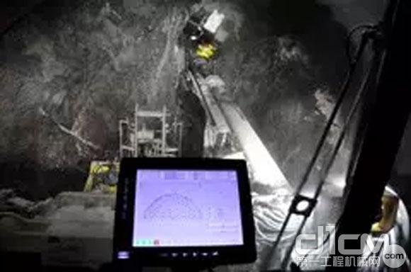 Boomer XE3 C 三臂凿岩台车的RCS系统