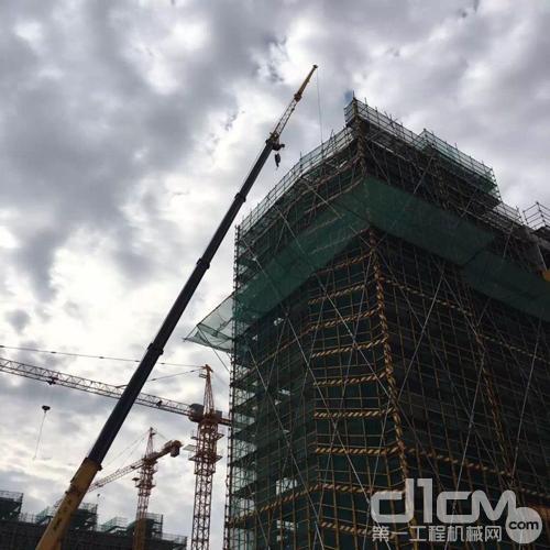 上海迪士尼:徐工大吊车构筑童话世界