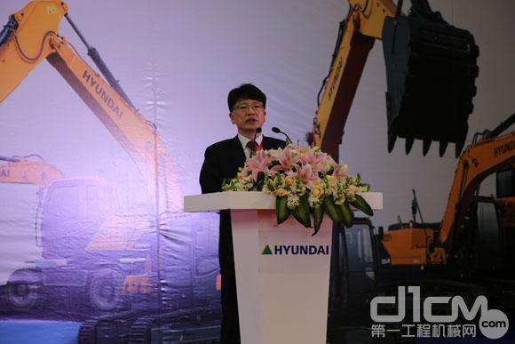 现代重工(中国)投资有限公司工程机械事业部本部长韩在镐介绍新品亮点