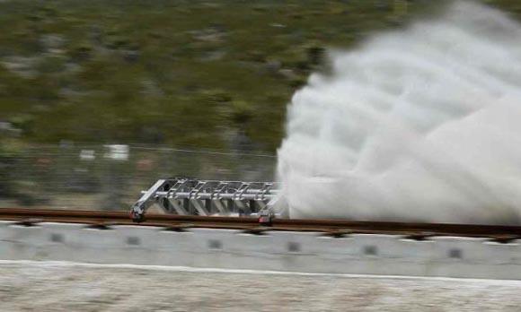 乘坐超级高铁的乘客并不会感受到加速,因为加速是逐渐进行的,当达到最高时速760英里/小时时,旧金山和洛杉矶之间的旅程只需要30分钟。(图片来自网络)