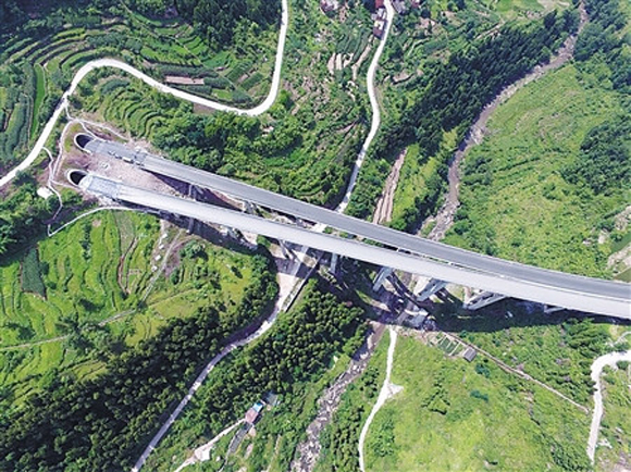 丰忠高速今年内建成通车