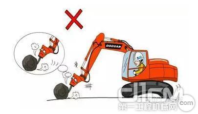 """""""爱机宝典"""" 挖掘机破碎作业操作规范(上)"""